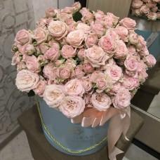 Букет роз Мадам Бомбастик в шляпной коробке M/L