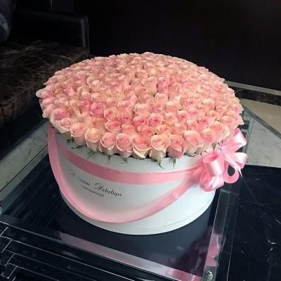 Розовые розы в цилиндре (XXL) от 215 роз