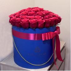 Малиновые розы в цилиндре (L) 69-75 роз