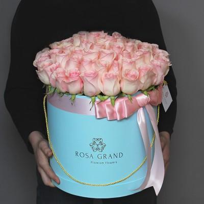Розовые розы в коробке (L) 69-75 роз