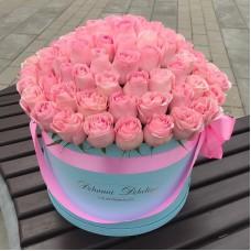 Розовые розы в цилиндре цилиндре (L) 69-75 роз