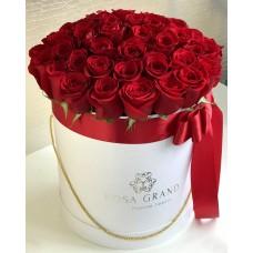Красные розы в цилиндре (M) 43-47 роз