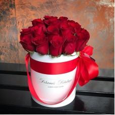 Красные розы в цилиндре (S) 31-35 роз