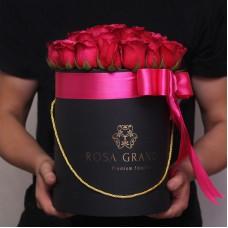 Малиновые розы в цилиндре (S) 31-35 роз