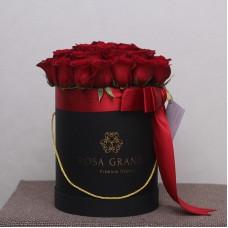Красные розы в цилиндре (XS) 21-23 розы