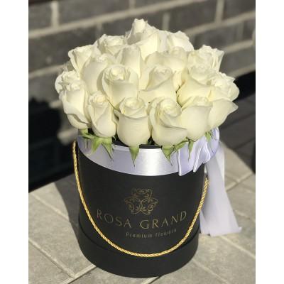 Белые розы в цилиндре (XS) 21-23 розы
