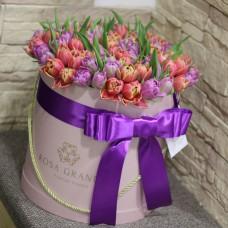 Тюльпаны пионовидные в цилиндре (M) до 99 шт.