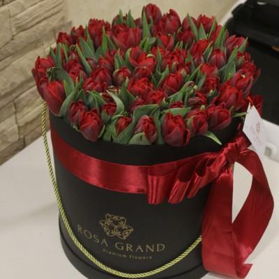 Тюльпаны Ред Принцесс в шляпной коробке (M) до 99 шт.