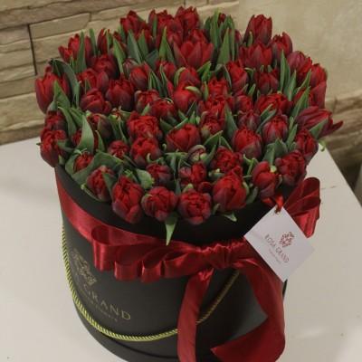 Тюльпаны Ред Принцесс в шляпной коробке L до 149 шт.