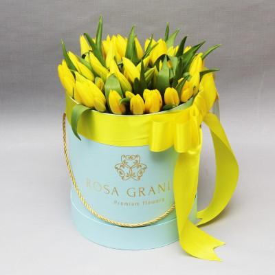 Желтые тюльпаны в цилиндре