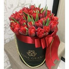 Тюльпаны Ред Принцесс в шляпной коробке (XS) до 49 шт.