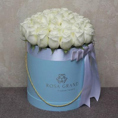 Не знаете что подарить? Цветы в коробке - это замечательный подарок для любого случая. _______________________ 🌹🌹🌹 На фото букет из эквадорских роз в цилиндре. Размер M диаметром 29 см до 49 роз. ⠀ 8990₽ ⠀ ⠀ 📲 8 905 233 60 60 whatsapp / viber / telegram ⠀⠀ 🌐 Наш сайт www.rosagrand.ru ⠀ 🚗Бесплатная доставка 24/7 по Санкт-Петербургу в пределах КАД ⠀ 🌺 Все букеты под заказ из свежих цветов, срок выполнения от 4 часов ⠀ 📜Ваше послание на фирменной открытке в подарок! ⠀ 📷Фото букета до доставки и с получателем ⠀ _________________________ #rg_розы #rg_m_розы #rg_белые_розы